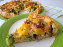 Tarta z brokułami, tuńczykiem i grzybami