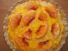 Tarta z kremem, brzoskwiniami i galaretką
