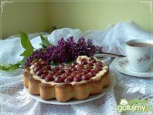 Tarta z kremem custard i wiśniami