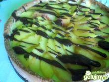 Tarta z kremem i brzoskwiniami