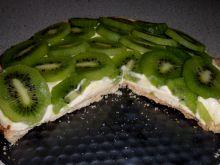 Tarta z kremem i kiwi