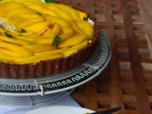 Tarta z kremem miętowo-limonkowym i mango