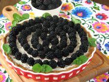 Tarta z kremem straciatella i jeżynami