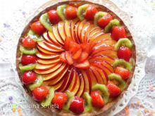 Tarta z owocami i kremem budyniowym pasticcera