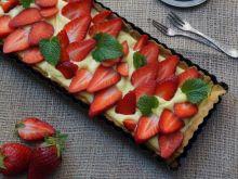 Tarta z waniliowym kremem i truskawkami