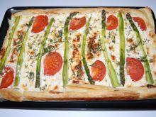 Tarta ze szparagami i pomidorami