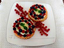 Tartaletki z białą czekoladą i owocami