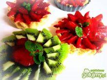 Tartaletki   z kremem   i  truskawkami