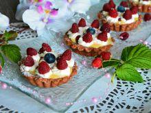 Tartaletki z malinami i karmelową czekoladą