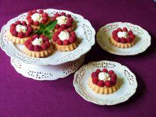 Tartaletki z malinami i kremem