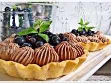 Tarteletki z musem czekoladowym i jagodami