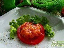 Tatar  z łososia na pomidorku