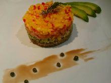 Tatar z łososia z mango i avocado