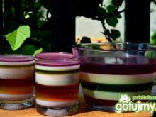 Tęczowy deser w szklankach