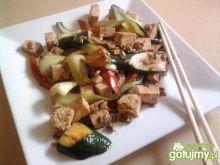 Tofu z warzywami z patelni