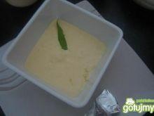 topiony sos serowy