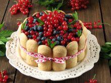 Torcik bez pieczenia z letnimi owocami