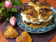 Torcik walentynkowy z ciasta francuskiego