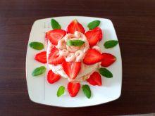 Torciki bezowe z kremem rabarbarowo - truskawkowym