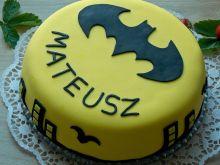 Tort Batman z truskawkami