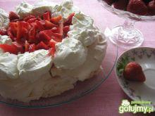 Tort bezowy z lemon curd i truskawkami