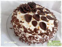 Tort brzoskwiniowo śmietanowy z różami