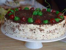 Tort brzoskwiniowy z mascarpone i czekoladą