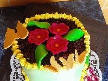 Tort budyniowy z truskawkami
