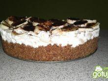 Tort czekoladowy z bananami i śmietanką