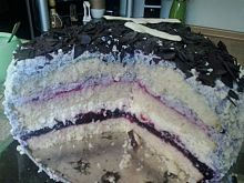 Tort jagodowy z kokosem i białą czekoladą