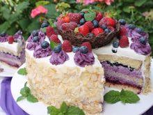 Tort jagodowy z koszyczkiem