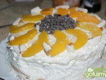 Tort karmelowo- bezowo- owocowy z bitą