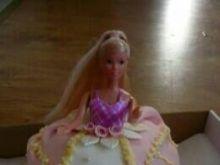 Tort lalka śmietankowa z galaretkami