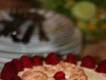 Tort malinowo-migdałowy