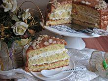 Tort migdałowo gruszkowy z orzechową polewą