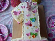 Tort na roczek - malinowy z bitą śmietaną