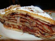Tort naleśnikowy z powidłami i migdalami