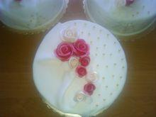 Tort o smaku czekoladowo wiśniowym