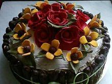 Tort różany o smaku cappuccino