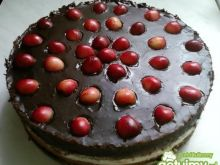 Tort sernikowy z czereśniami i czekoladą