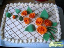 Tort śmietankowy i owoce