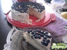 Tort śmietankowy z borówkami amerykański
