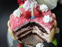 Tort truskawkowy z bezikami i biszkoptem kakaowym