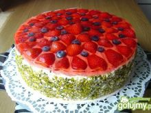 Tort truskawkowy z pistacjami