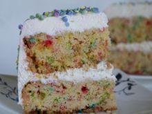 Tort urodzinowy z niespodzianką