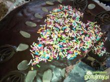 Tort wiedeński z alkoholowymi wiśniami