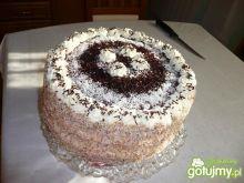 Tort z bitą śmietana