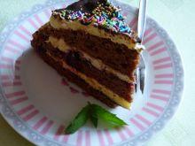 Tort z czarną porzeczką