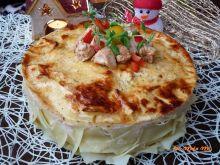 Tort z indyka z makaronem, papryką i pomidorkami