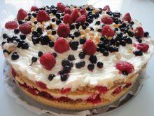 Tort z karmelem, owocami i orzechami